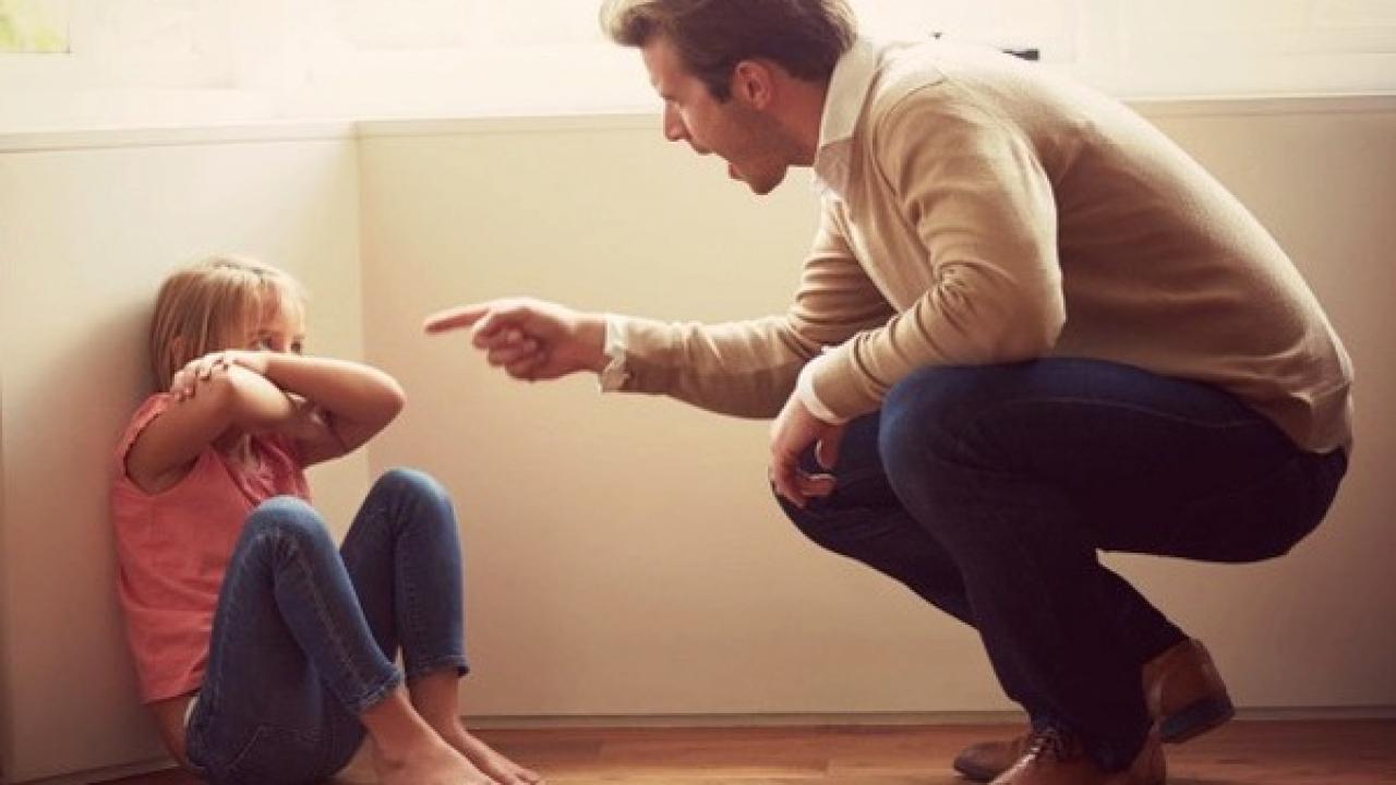 Cha mẹ thường xuyên la mắng con cái sẽ để lại hậu quả gì? - Trí ...