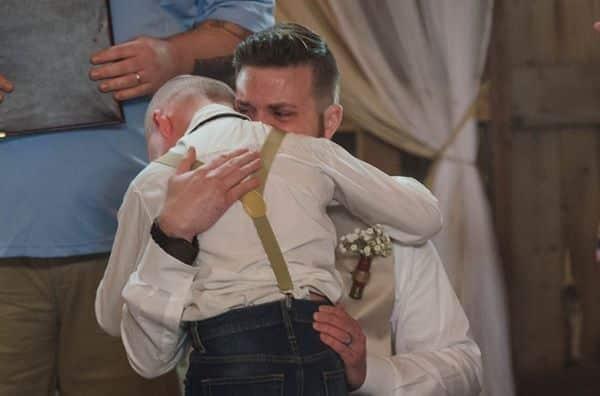 Tình cảm người bố dượng này dành cho con trai gây xúc động