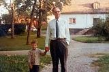 """Phát minh túi nilon: """"Nguyện vọng ban đầu của cha là cứu Trái Đất"""""""