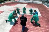 Bác sĩ, y tá Mỹ cầu nguyện trong đại dịch viêm phổi Vũ Hán