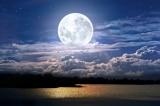 Người đàn ông mua đất Mặt Trăng làm sính lễ cho cô dâu
