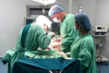 Quảng Ngãi chi 17,2 tỷ đồng thuê các bác sĩ CuBa hỗ trợ khám, chữa bệnh