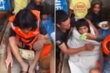 Clip: Ám ảnh người đàn ông dầm mình trong nước lụt, 11 ngày không có miếng ăn