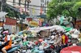 Người dân tiếp tục chặn xe, đường Hà Nội lại ngập rác