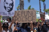 """Những người ủng hộ """"Cắt ngân sách cảnh sát"""" nói với Joe Biden họ sẽ """"không rời đi"""""""